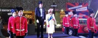 Kraliçe II.Elizabeth Kanyon'da afiş