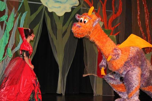 Koş Koş ve Ejderha Çocuk Tiyatro